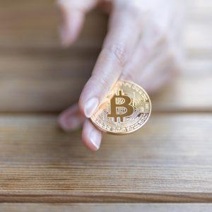 話題のビットコインは通貨か?金融商品か?