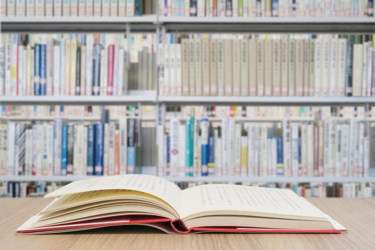 書籍で不動産投資の考え方などを学ぶ