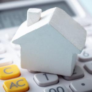不動産投資ローンと住宅ローンの違いは?不動産投資で住宅ローンを利用できるケースも紹介
